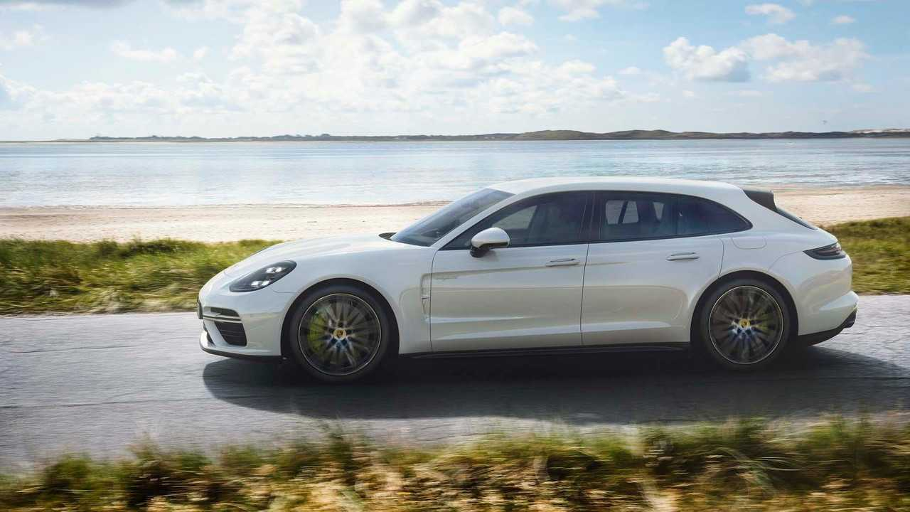 Porsche Panamera Turbo S E-Hybrid Sport Turismo Is A 680-Hp Wagon With Longest Name Ever