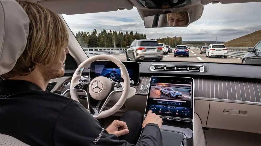 Система Drive Pilot на седане Mercedes-Benz S-класса (W223)