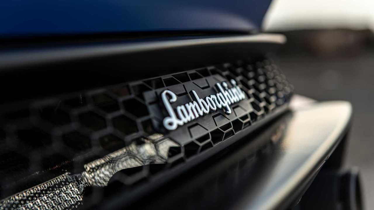 2020 Lamborghini Huracan Evo RWD nameplate