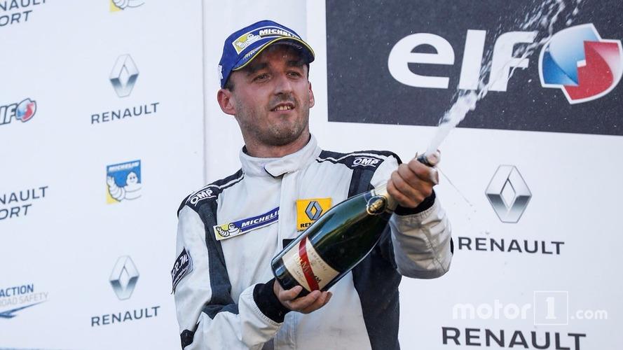 Robert Kubica sur le podium en Renault Sport Trophy