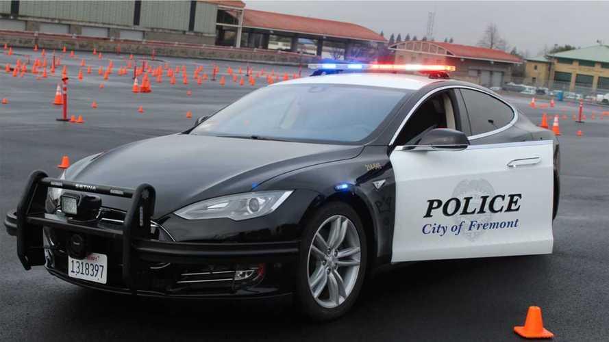 Tesla, l'auto elettrica della polizia si scarica in un inseguimento