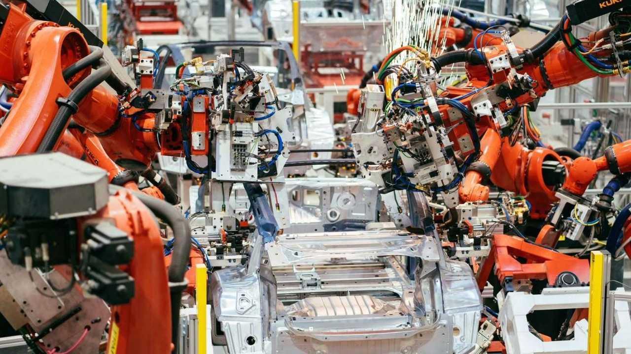 Imagens de progresso do Tesla Gigafactory 3