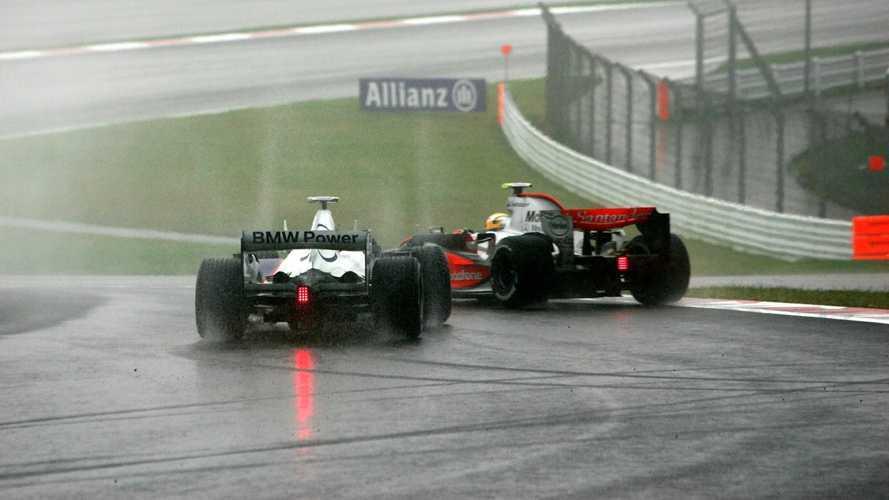 Kubica és Massa őrült, szenzációs és lehengerlő csatája az esőben – Fuji