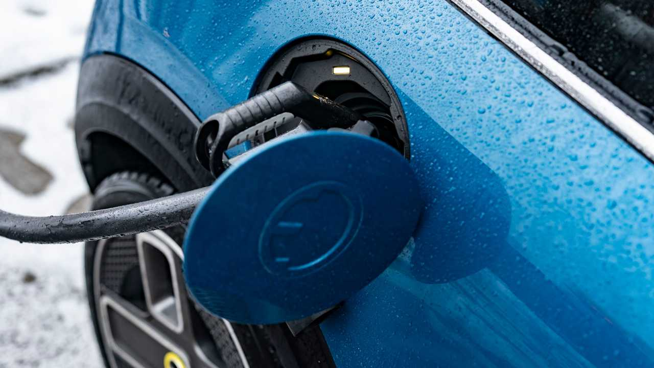 MINI Cooper SE Electric Collection charging