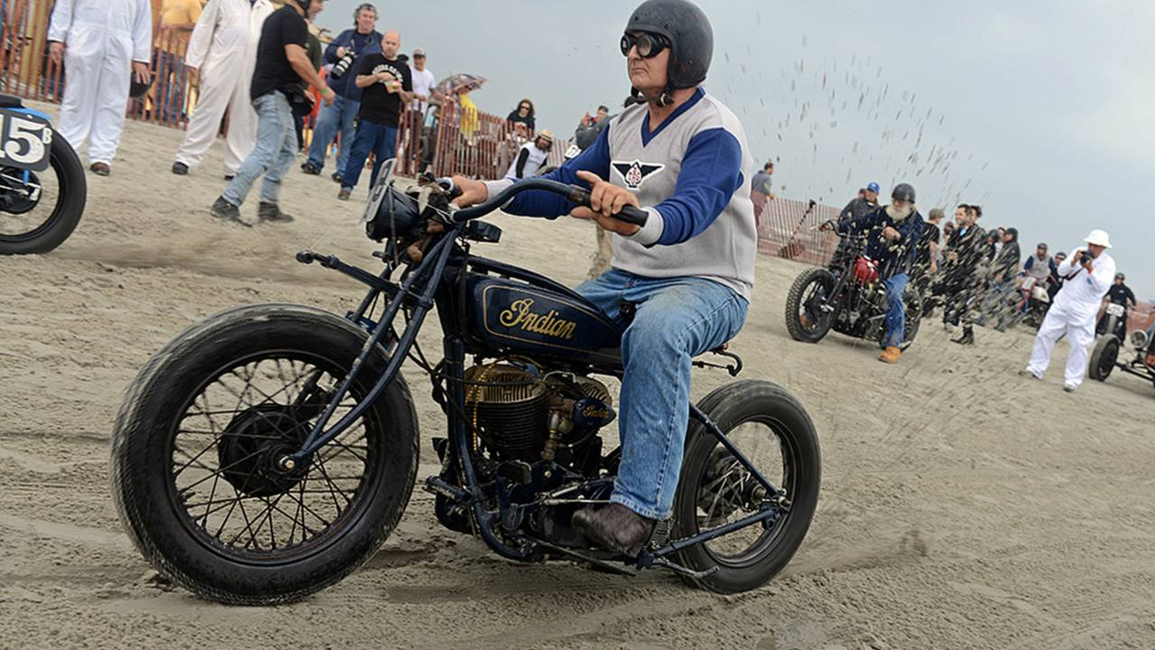 Vintage Motorcycle Racing on the Beach - The Race of Gentlemen 2014