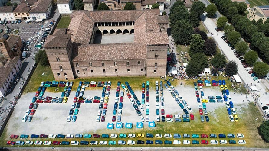 """Fiat Panda, un raduno da record per """"accogliere"""" la Waze"""