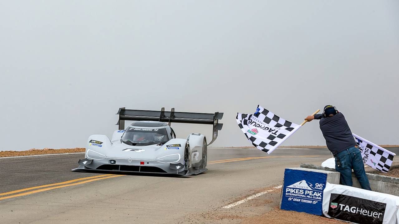 Checkered flag for Romain Dumas, Volkswagen I.D. R Pikes Peak 2018