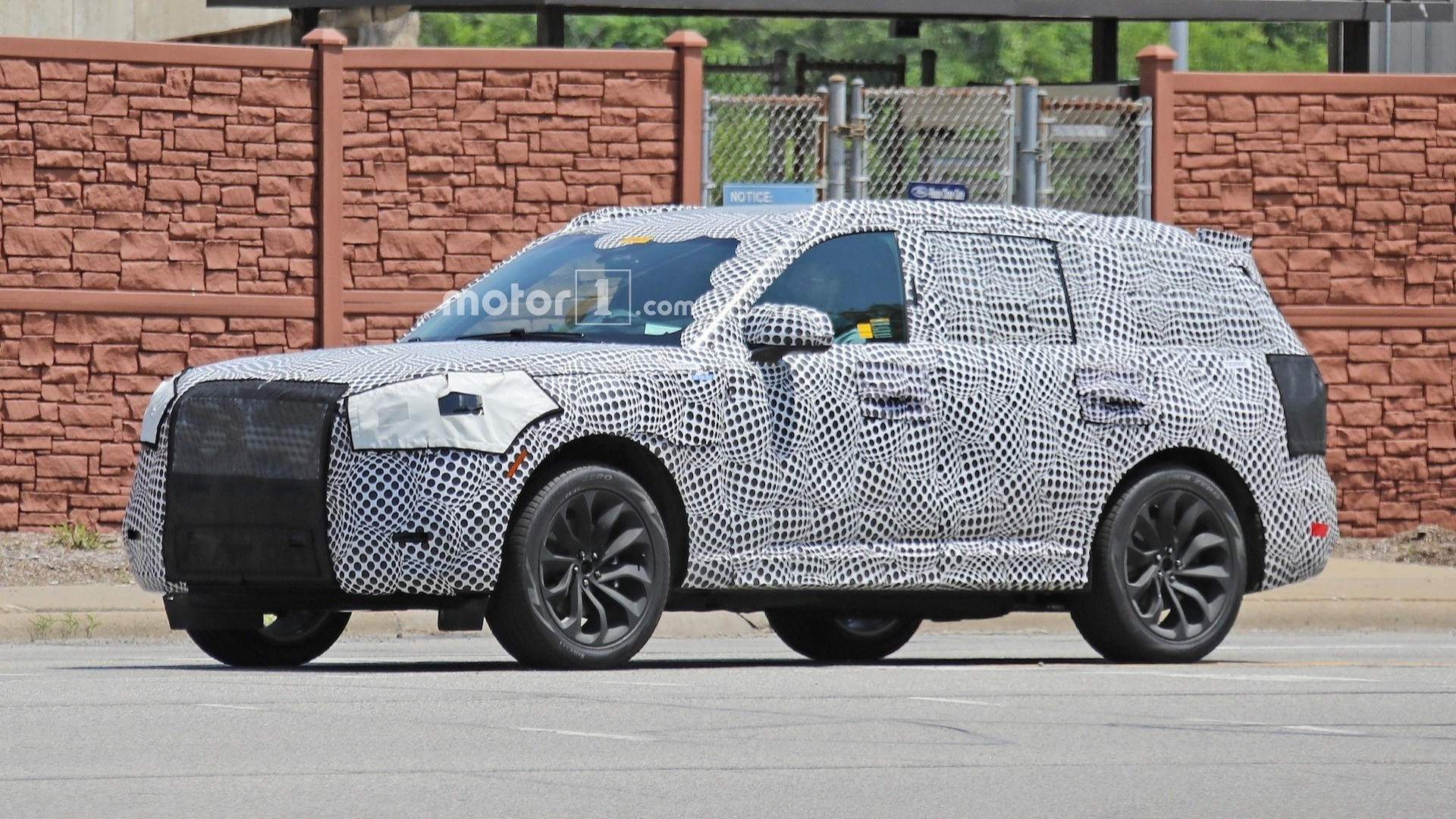 2020 Lincoln Aviator Plug-In Spied With Prototype Cues