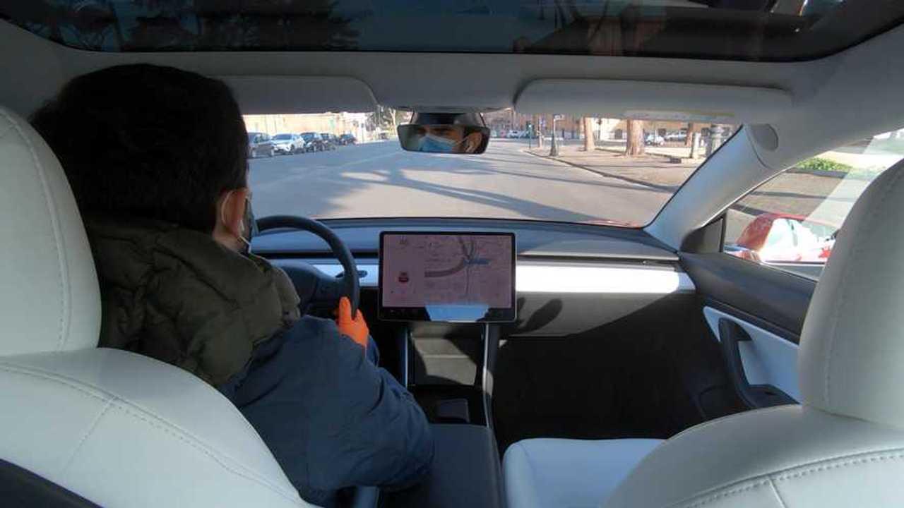 Prueba del coronavirus en coche, en Motor1.com Italia