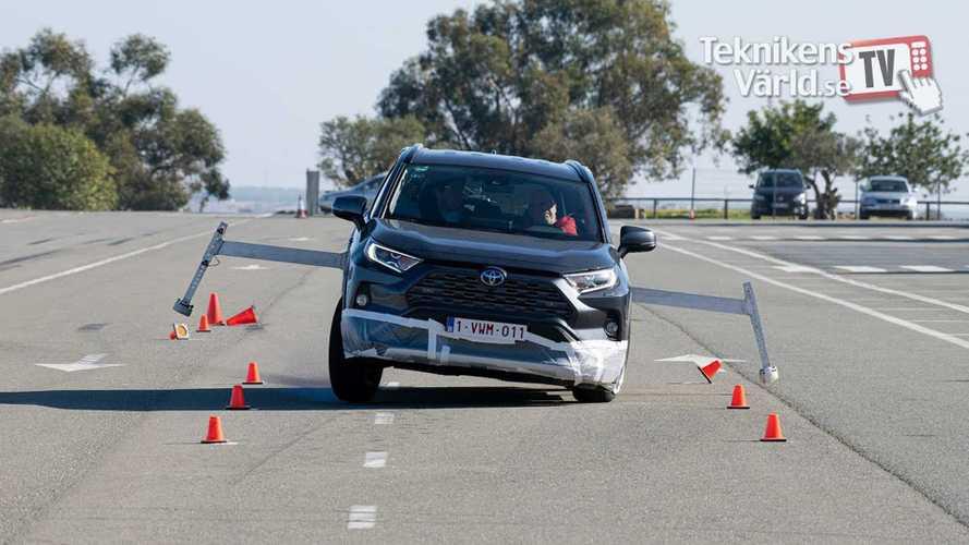 Обновленную Toyota RAV4 опять проверили «лосиным тестом»