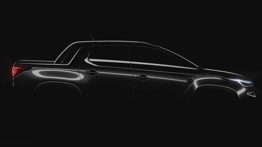 Nova Fiat Strada 2021 aparece com lanternas de Toro e faróis de Argo