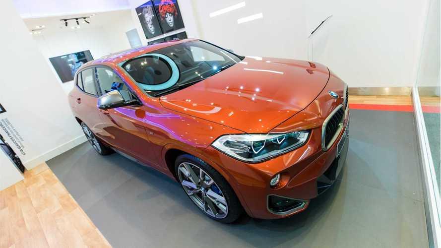 Novos BMW X2 M35i e X3 M Competition viram destaque em loja de shopping