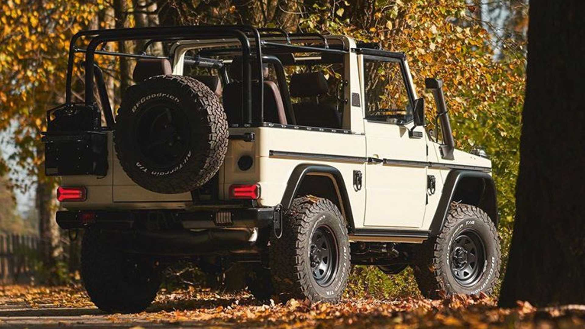 """[""""US Company Sells Decommissioned Military Mercedes G-Wagens""""]"""
