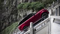 Range Rover PHEV, Çin'de Cennet Kapısı'na tırmandı