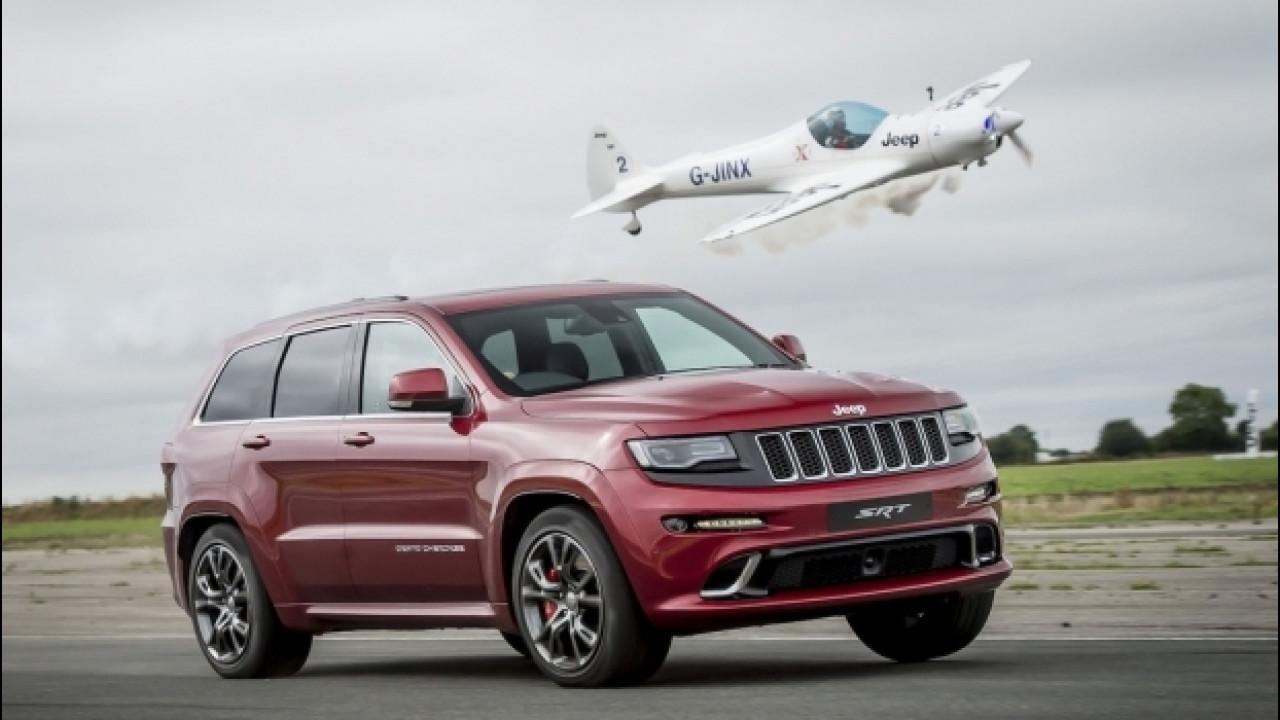 [Copertina] - La Jeep Grand Cherokee SRT è più veloce di un aereo [VIDEO]