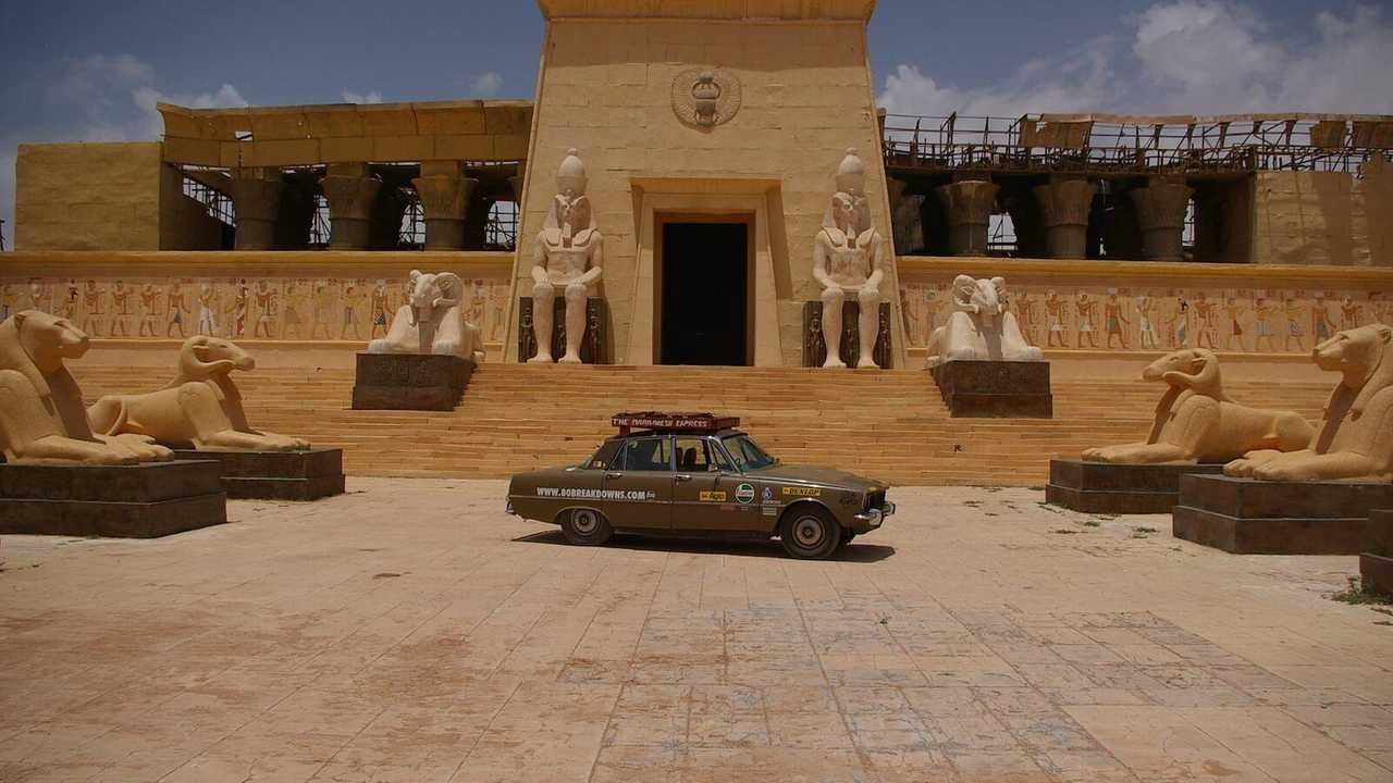 Taking on the Sahara with a Rover P6 V8