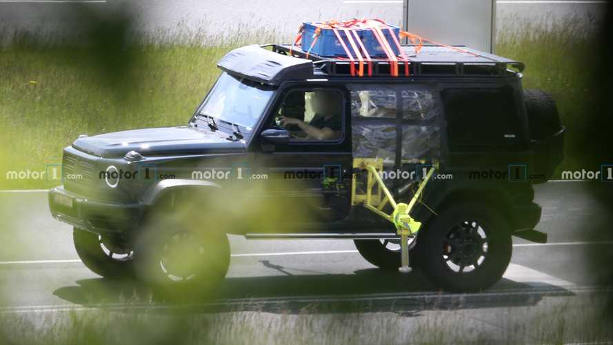 New Mercedes-Benz G550 4×4² spied with weird testing rig