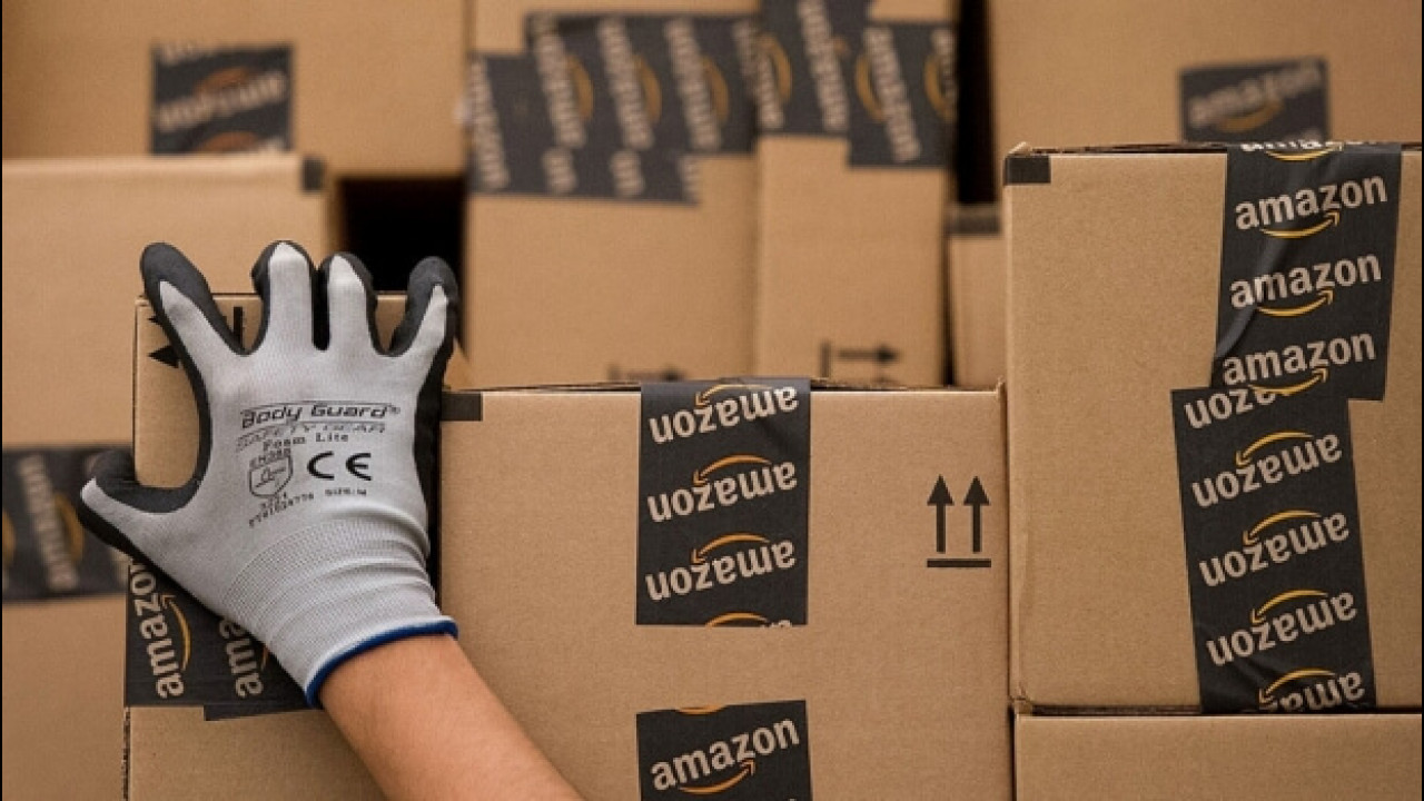 [Copertina] - Vendita di auto online, Amazon all'attacco dell'Europa