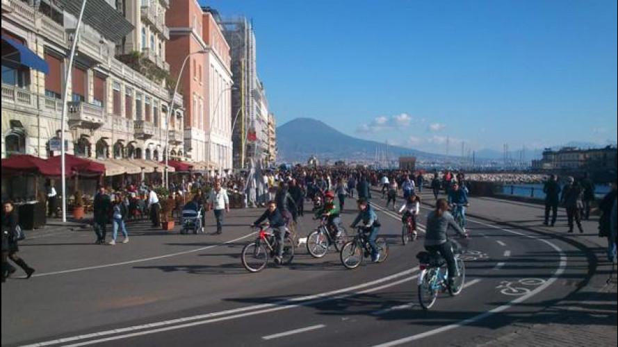[Copertina] - Blocco del traffico, a Napoli auto ferme per sei giorni