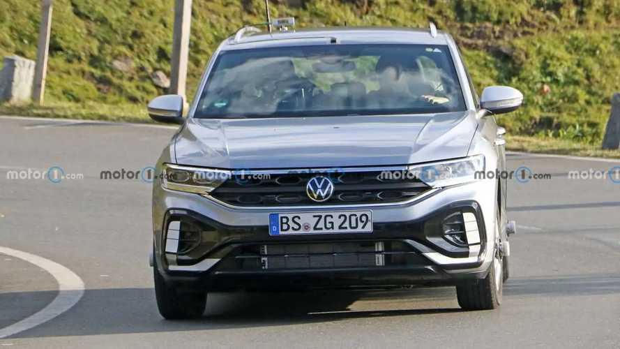VW T-Roc facelift new spy photos