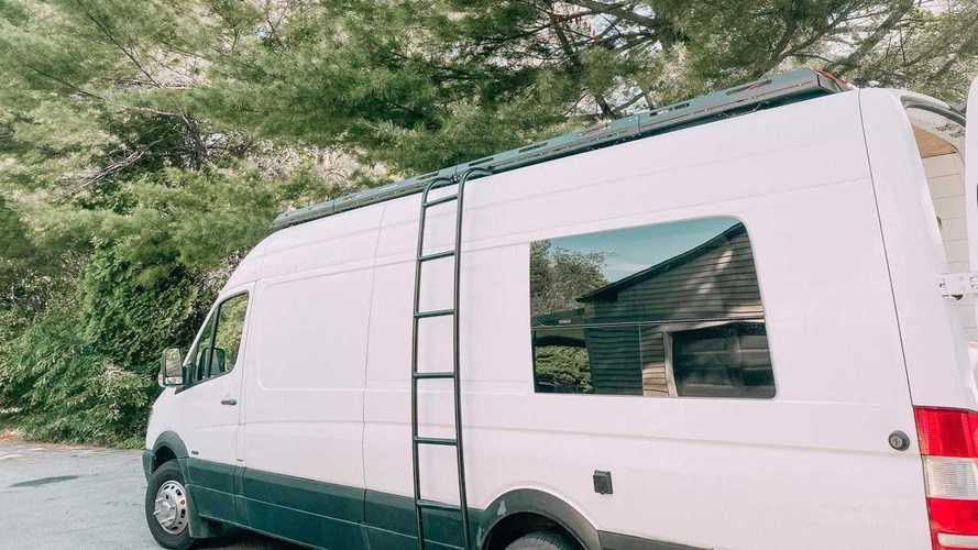 ¿Una furgoneta camper familiar? ¡Esta tiene tres literas!