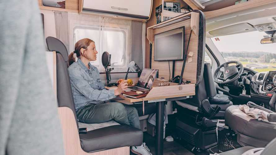 Un bureau polyvalent pour télétravailler dans un camping-car
