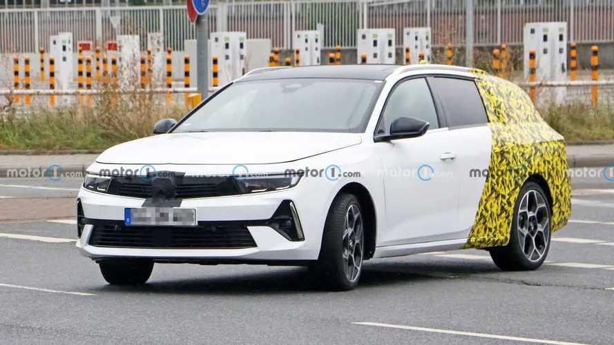 Opel Astra Sports Tourer Spy Photos