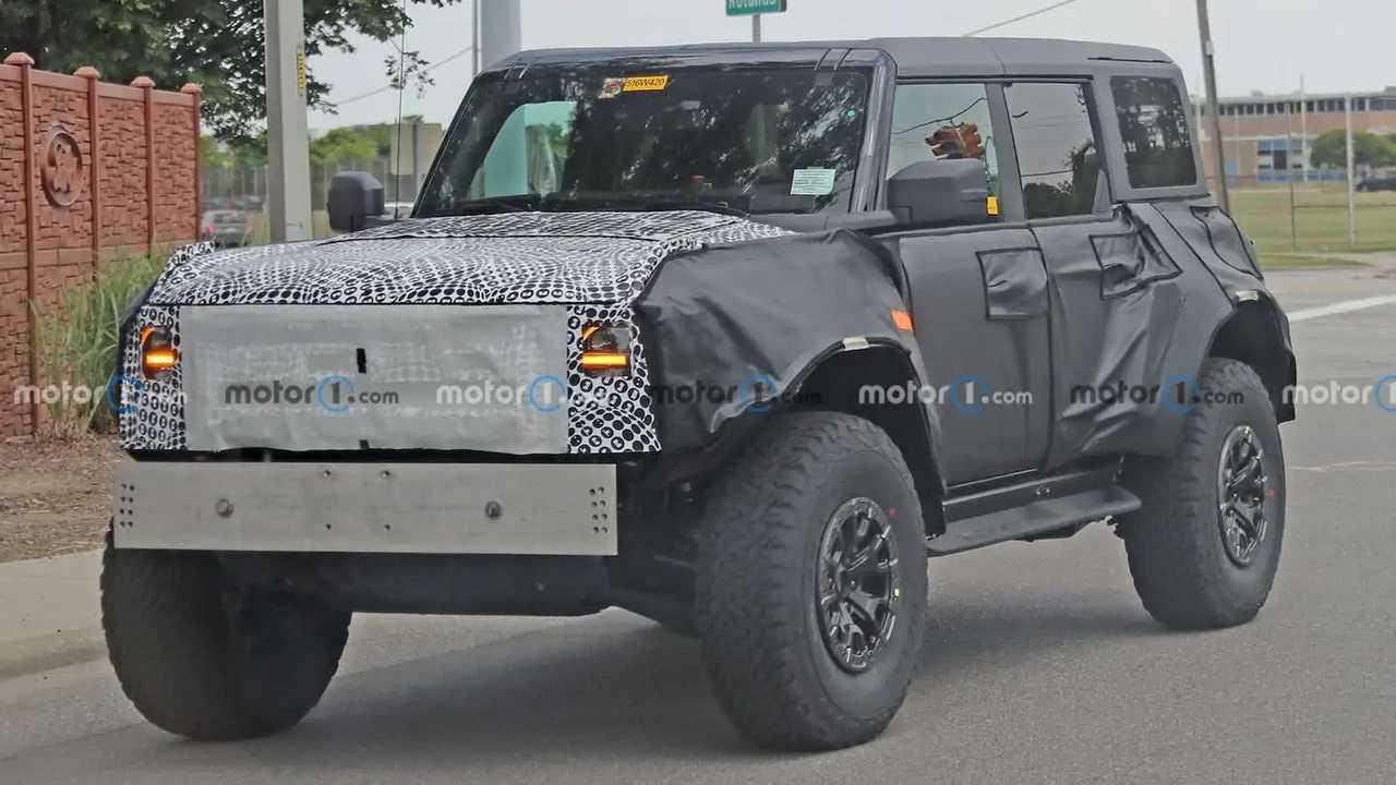 New Ford Bronco Raptor spy photos reveal new details.