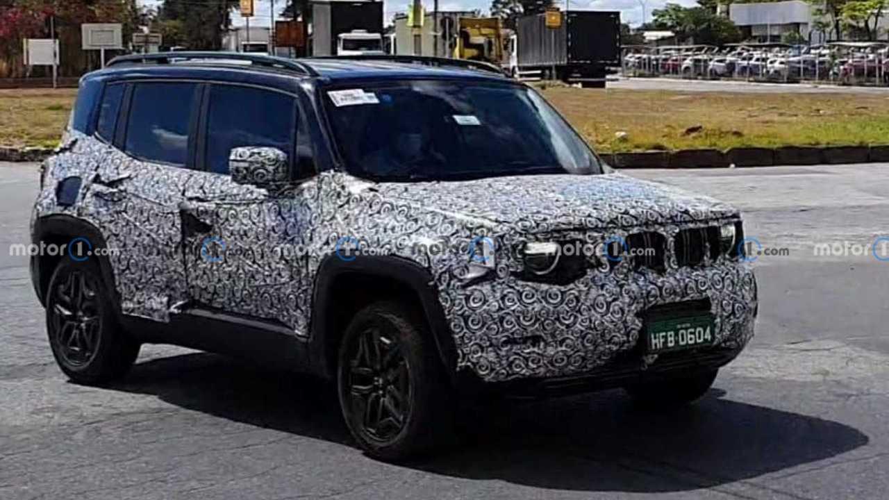 New Jeep Renegade spy photos.