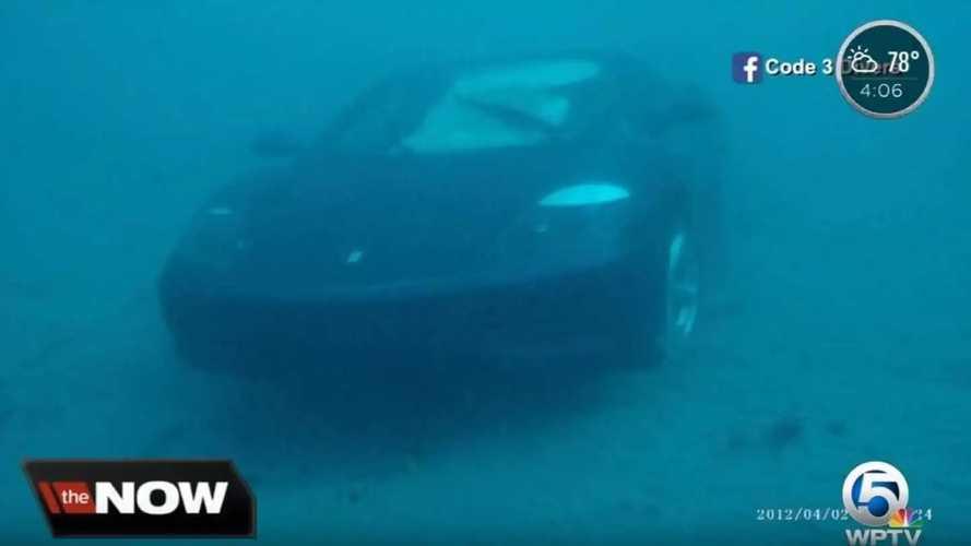VIDÉO - Une Ferrari 360 Modena jetée à la mer délibérément