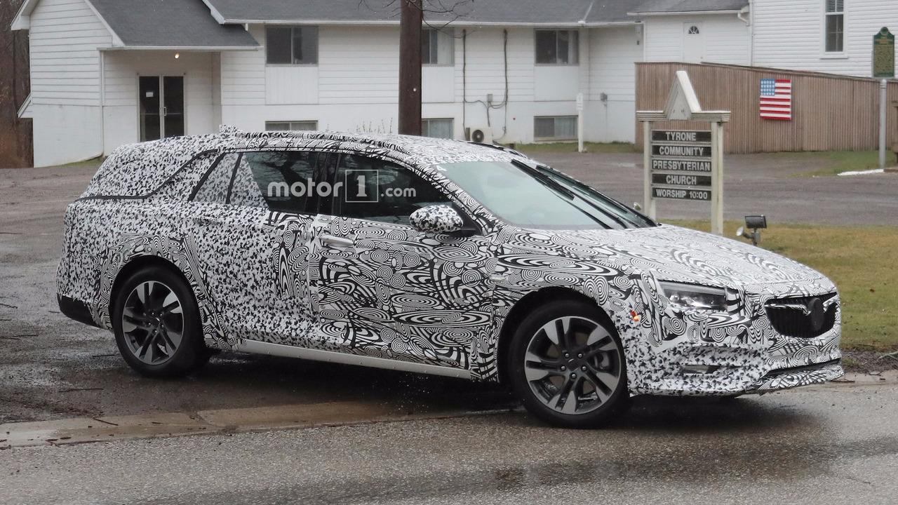 Buick Regal Liftback / Wagon Spy Shots