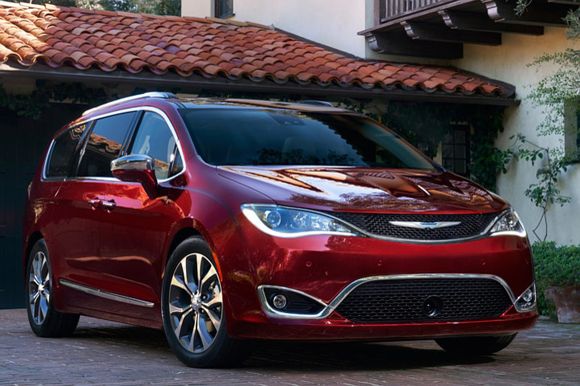2017 Chrysler Town And Country >> Pacifica Is How Chrysler Says Town Country In 2017