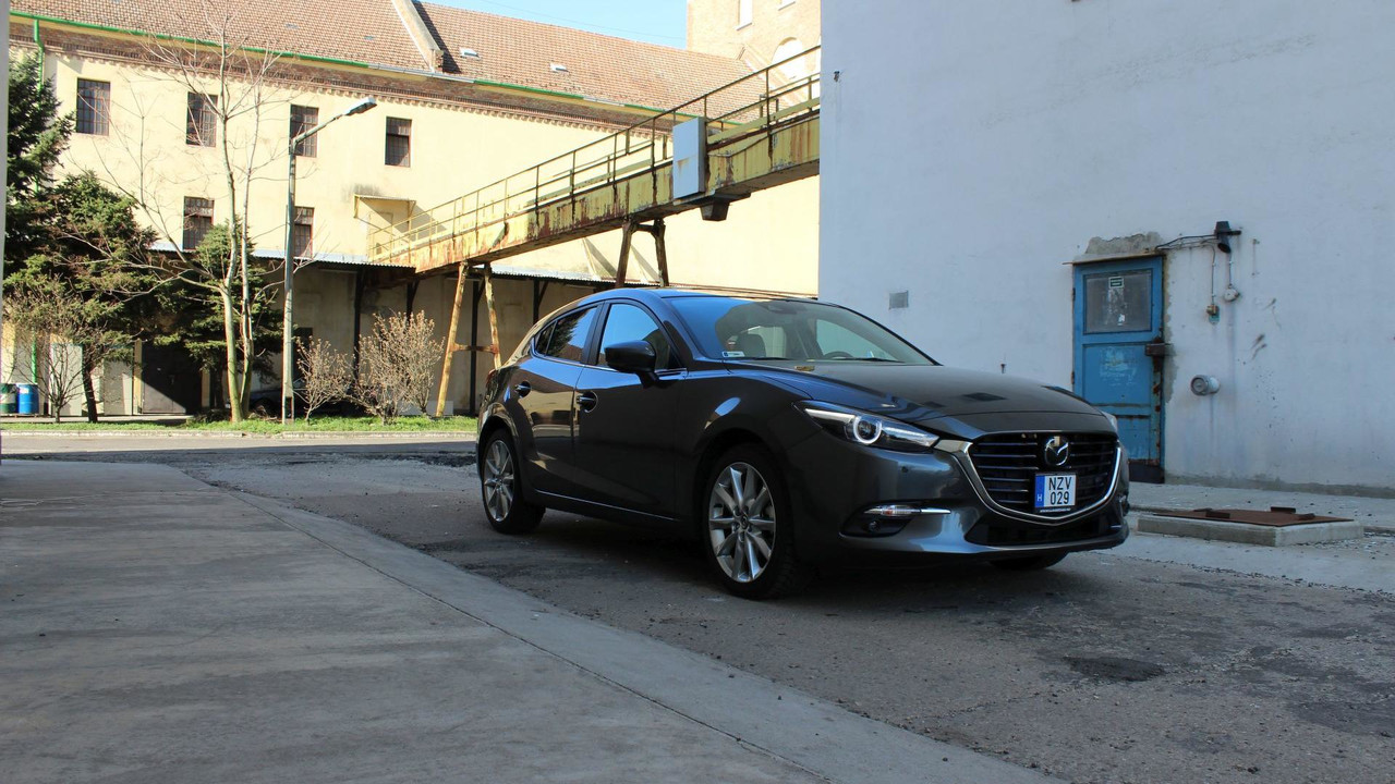 Mazda3 Sport G165 Revolution Top MT