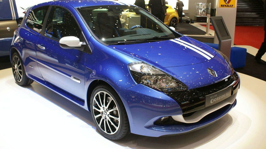 Renault Clio Gordini 200 Reveals its White Stripes in Geneva