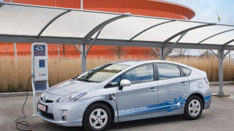 Toyota Prius plug-in hybrid technology will be standard by 2014