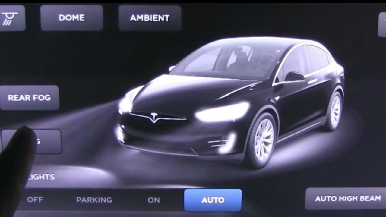 [Copertina] - Tesla, i fari attivi High Beam su tutta la gamma