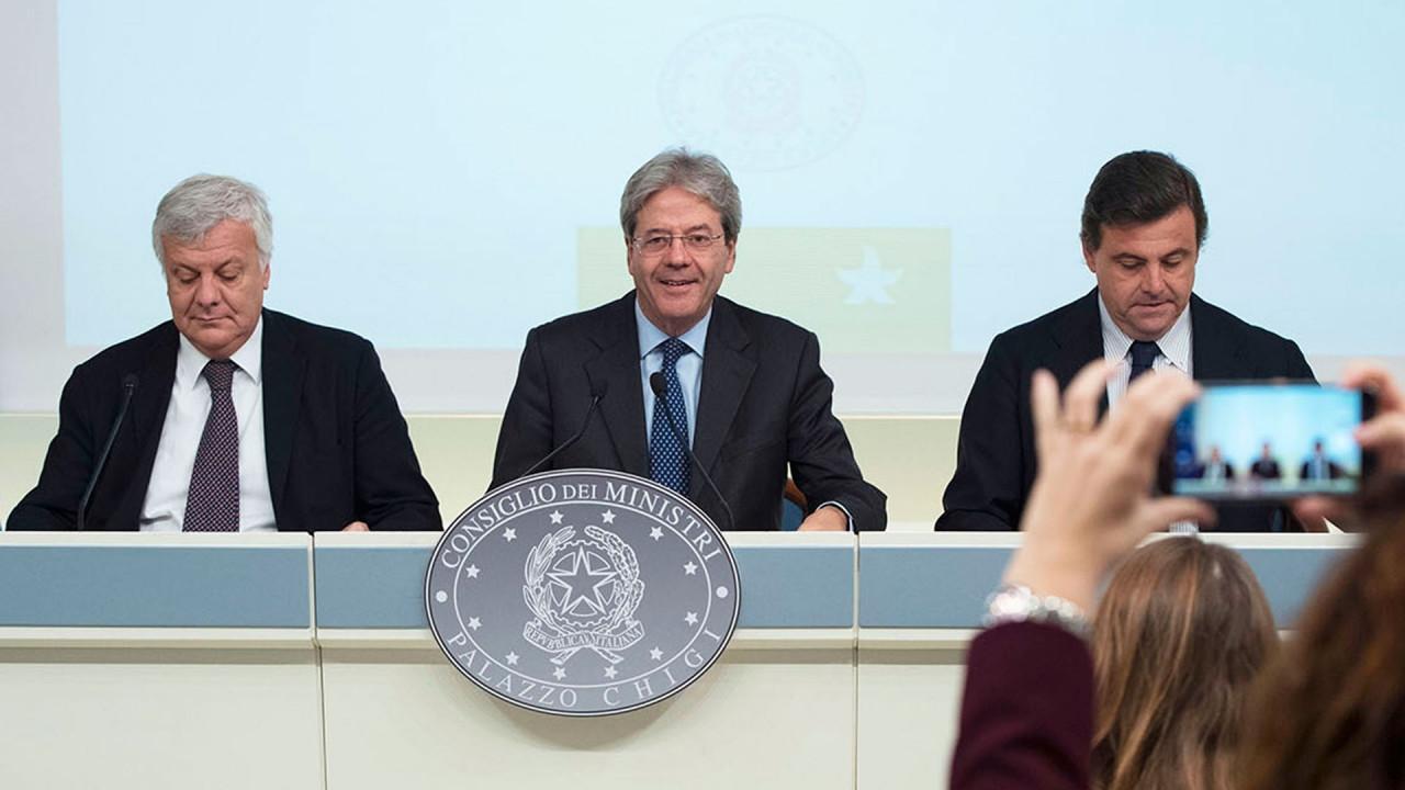 [Copertina] - L'Italia pensa agli incentivi auto con la nuova Strategia energetica