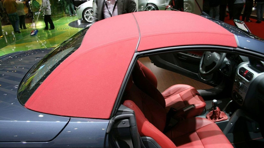 Opel Tigra TwinTop Gets Faux Soft-Top Look