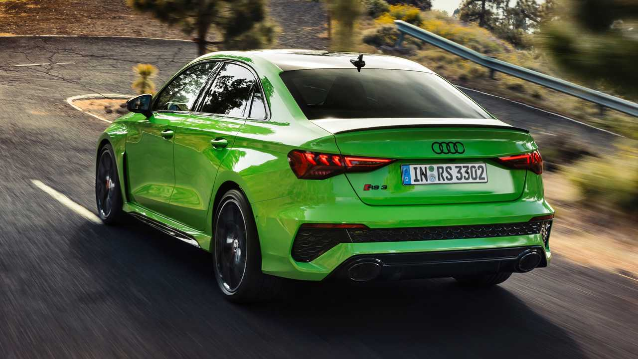 2022 Audi RS3 Sedan cuarto trasero
