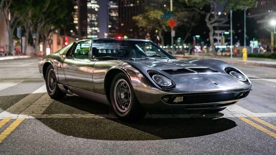 40 évig állt egy raktárban ez a 71-es Lamborghini Miura, most árverésre bocsátják