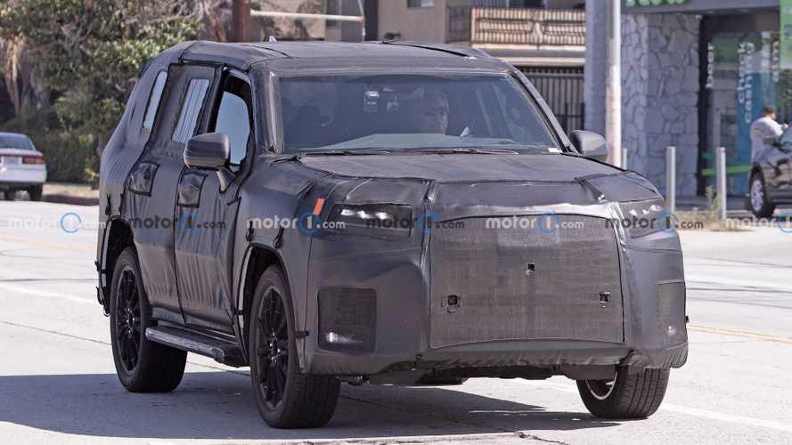 Шпионы поймали прототип нового Lexus LX (10 фото)