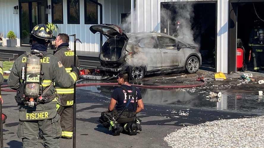 Bir Chevrolet Bolt daha yangına kurban gitti!