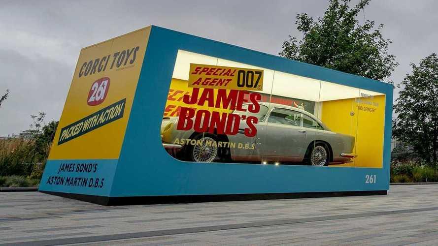 El Aston Martin de James Bond se convierte en un enorme juguete