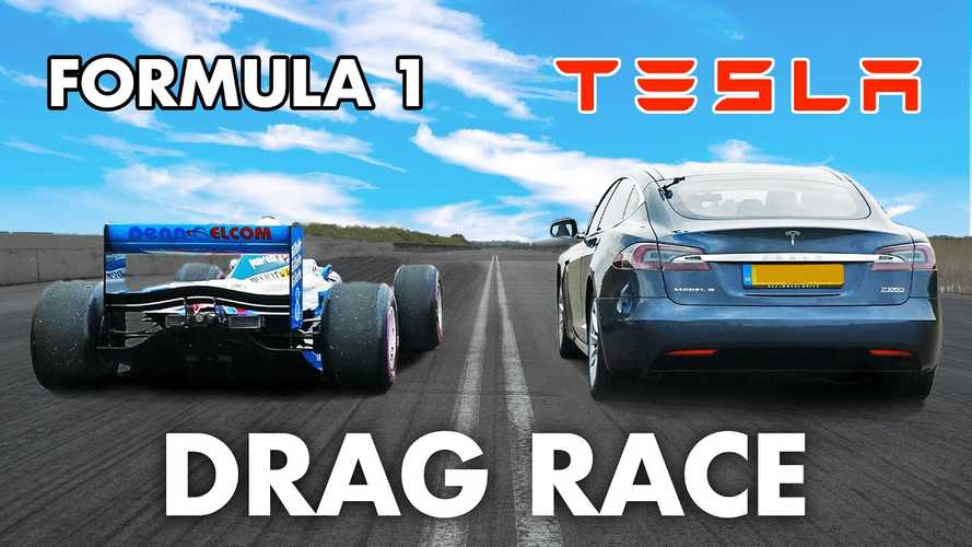 Videón az elképesztő gyorsulási verseny egy Tesla Model S és egy V10-es Forma-1 autó között