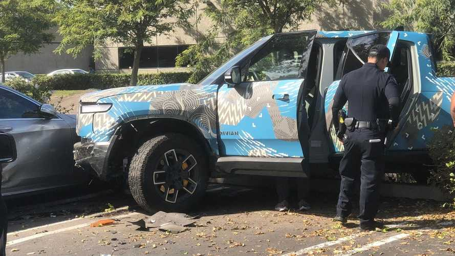 Rivian R1T Crashes Into Two Other Cars