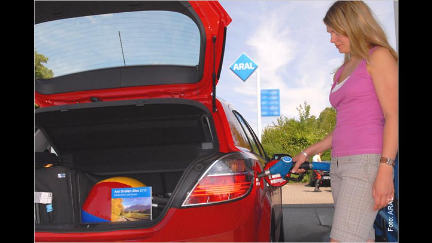 Kraftstoffpreise im Ausland: Im Urlaub klug tanken
