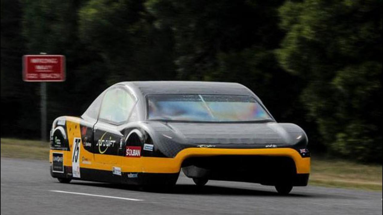 [Copertina] - Nuovo record per l'auto elettrica: 500 km a 100 km/h