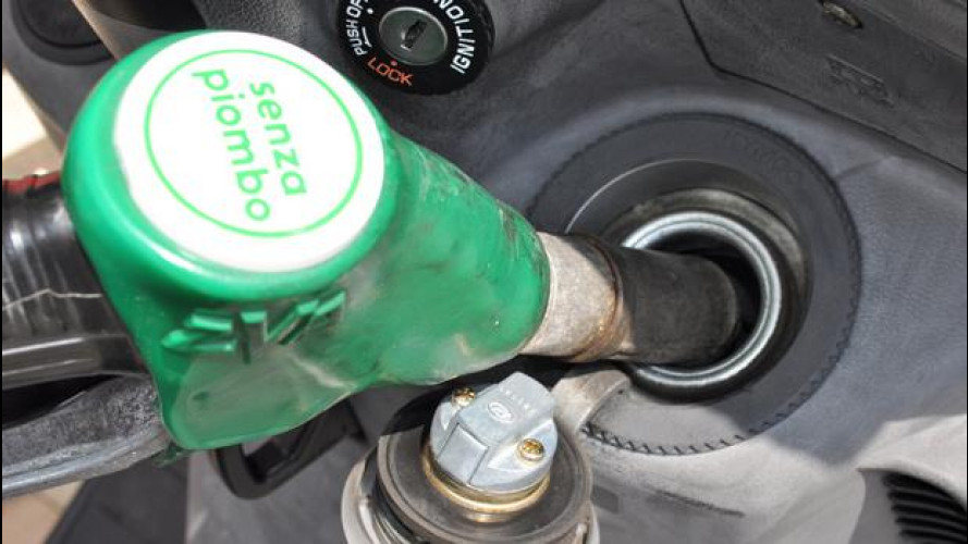 Carburanti auto: è l'ora di abbassare le tasse