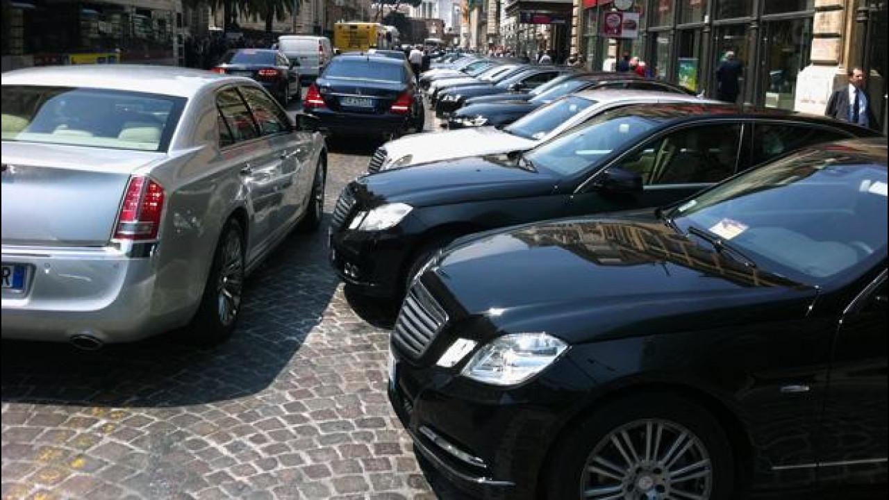 [Copertina] - Auto blu e spending review: in sei mesi sono state ridotte di un quinto