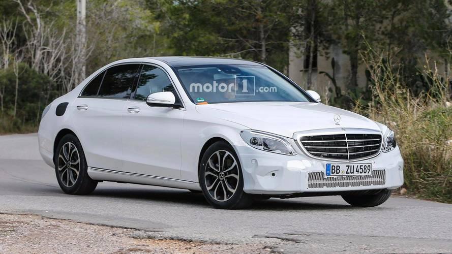 Yenilenen Mercedes C-Serisi çok hafif kamuflajla yakalandı